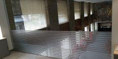 Parede de vidrio oficina del Banco Santander